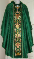 Green Gothic Chalice and Host Vestment